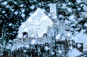 A snow storm at a cottage.